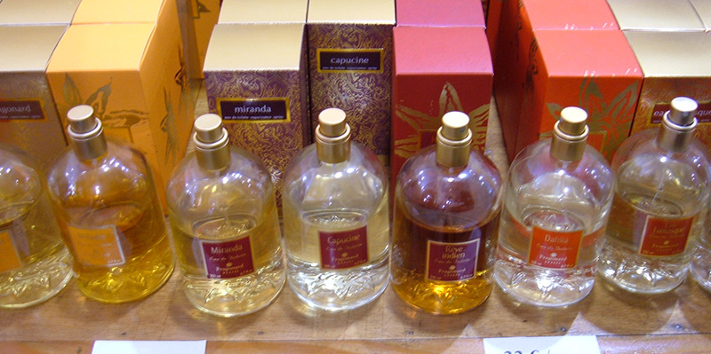 Sample_of_Fragonard_women's_perfumes